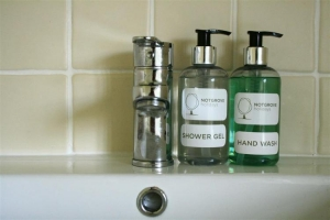 notgrove cotswold holiday cottage 3 church cottage bathroom2