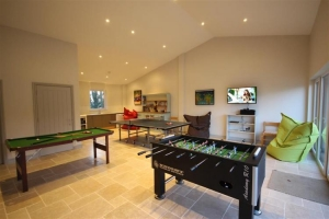 notgrove cotswold holiday cottage chestnut barn games room