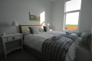 notgrove cotswold holiday cottage cobnut barn bedroom3