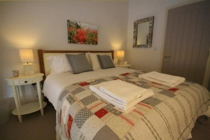 notgrove cotswold holiday cottage cobnut barn bedroom7