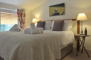notgrove-cotswold-holiday-cottage-hazelnut-barn-bedroom-8