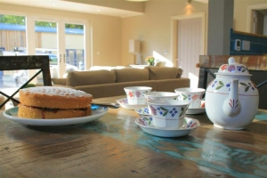 notgrove cotswold holiday cottage hazelnut barn kitchen dining 3