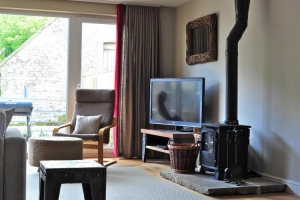 notgrove-cotswold-holiday-cottage-hazelnut-barn-living-room-3