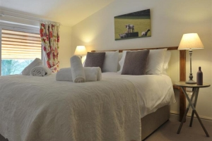 notgrove-cotswold-holiday-cottage-the-courtyard-bedroom6