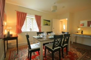 notgrove cotswold holiday cottage the lodge dining room2